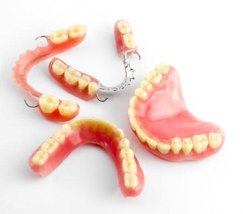 Vakkapurenta Oy | Palvelut - Uudet hammasproteesit